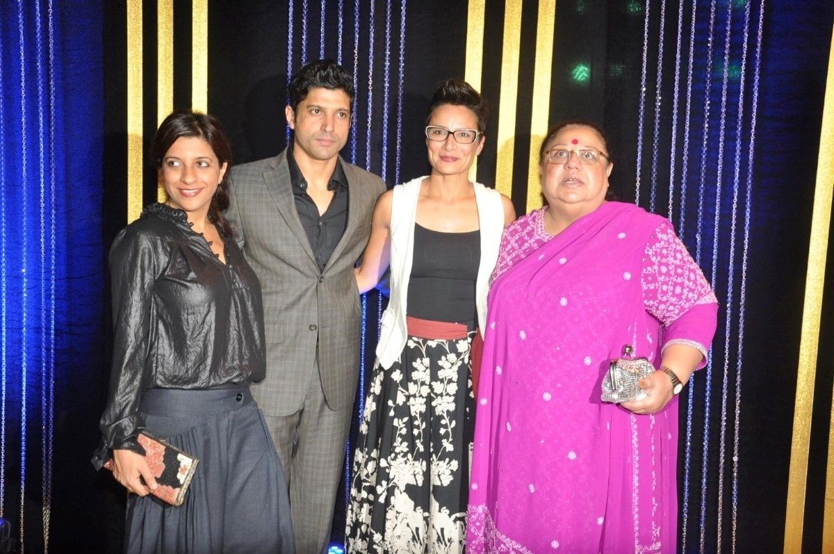 Farhan-Akhtar-with-wife-sister-and-mother